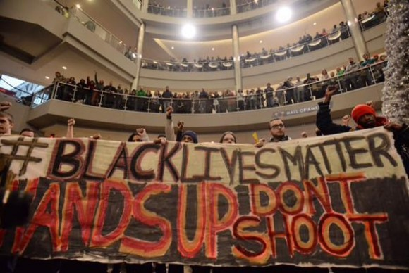 Black-Lives-Matter-protest-in-Americas-mall