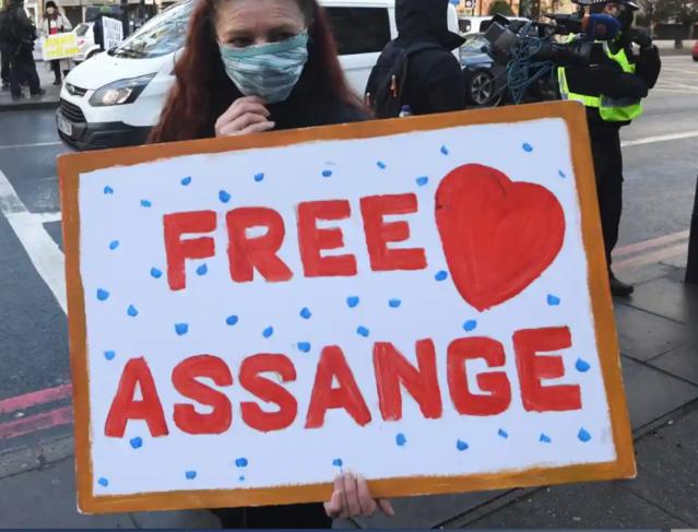 Sign held by a Julian Assange supporter. Photo: Facundo Arrizabalaga/EPA